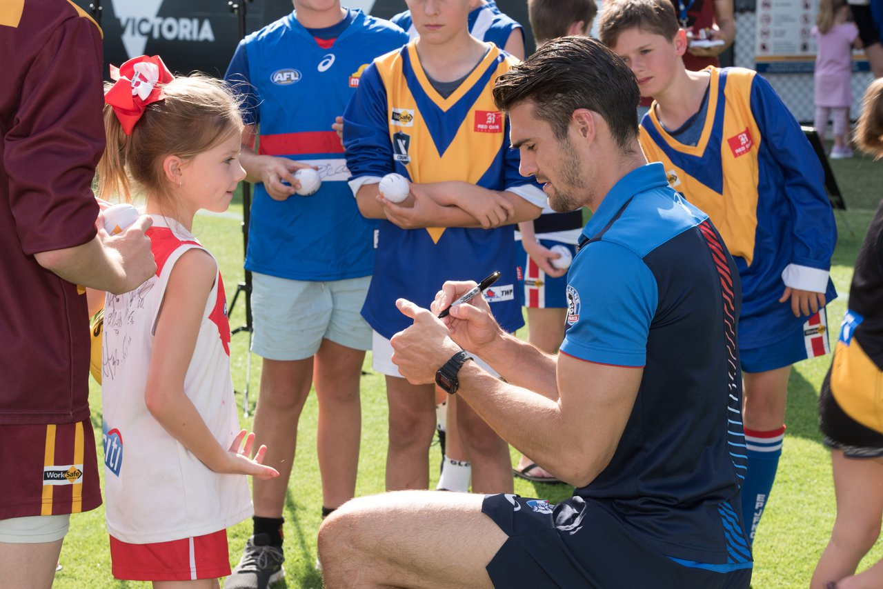 Easton Wood giving out autographs